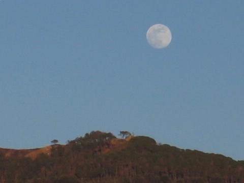 luna dietro monte moro